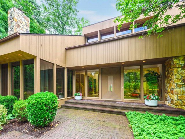 5 BR,  5.50 BTH  Contemporary style home in Brookville