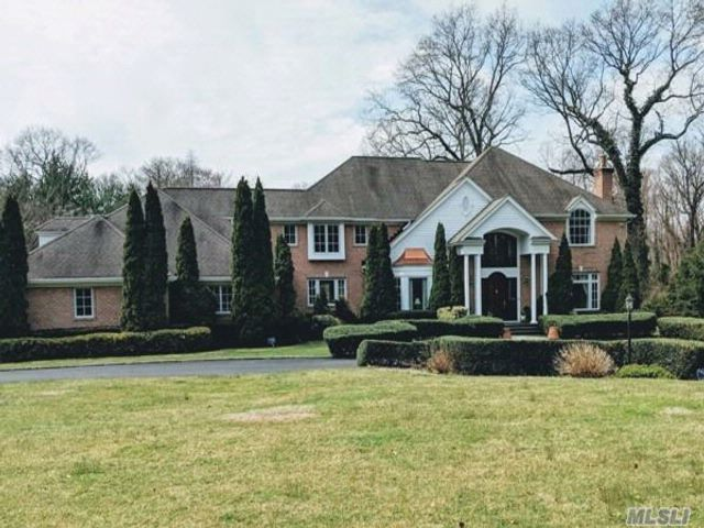 6 BR,  5.50 BTH  Colonial style home in Brookville
